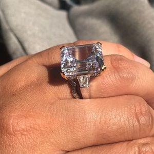 Jewelry - Genuine white topaz statement ring
